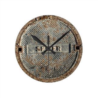 Cubierta de boca de la alcantarilla reloj redondo mediano
