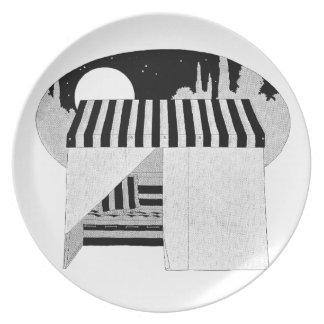 Cubierta de la tienda sobre la hamaca del sofá platos de comidas
