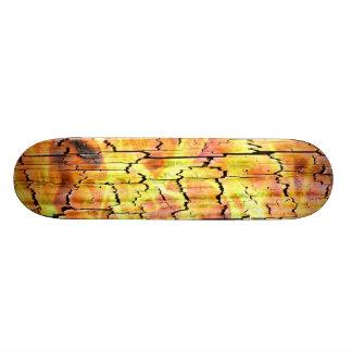 Cubierta de madera ardiente del monopatín