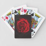 Cubierta de rosa rojo de los naipes, juegos barajas