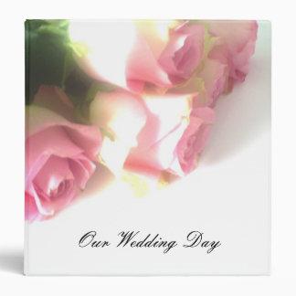 """Cubierta del álbum de foto del boda con los rosas carpeta 1 1/2"""""""
