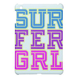 Cubierta del chica de la persona que practica surf