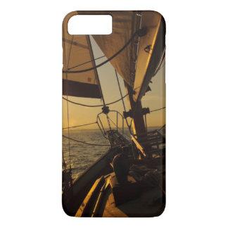 Cubierta del velero, dirigiendo en el sol poniente funda iPhone 7 plus
