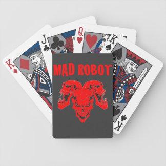 cubierta enojada del cráneo del robot barajas de cartas