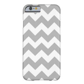 cubierta gris de Chevron del caso del iPhone 6 Funda De iPhone 6 Barely There