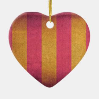 Cubierta rayada vintage de la silla de cubierta de adorno navideño de cerámica en forma de corazón