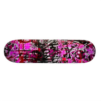 Cubierta rosada del monopatín del cráneo de la pin