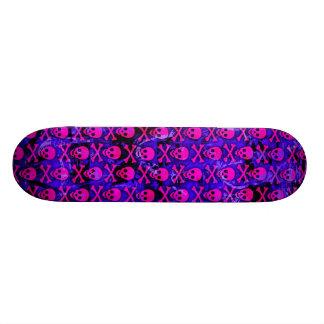 Cubierta rosada y púrpura del monopatín de los crá