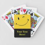 Cubierta sonriente de la cara de tarjetas cartas de juego