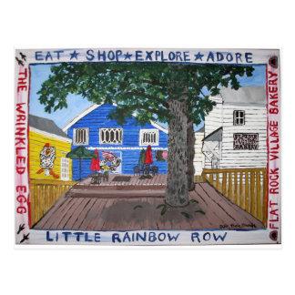 Cubierta trasera de poca fila del arco iris en la postal