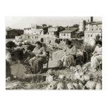 Cubiertas de la botella de la elaboración de vino  tarjeta postal
