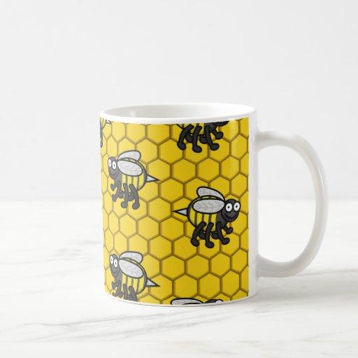 Cubierto en la taza 2 de las abejas
