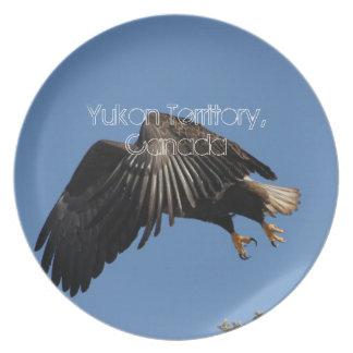 Cubierto por las alas; Recuerdo del territorio del Platos Para Fiestas