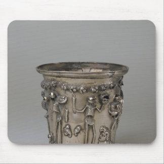 Cubilete grabado en relieve con los esqueletos que mousepads