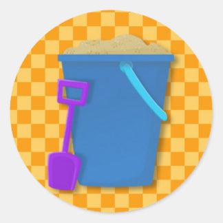 Cubo azul y espada púrpura pegatina redonda