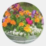 Cubo colorido de flores pegatina redonda