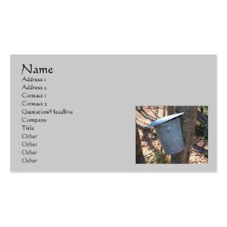Cubo de la savia del jarabe de arce en tarjeta de  tarjetas de visita