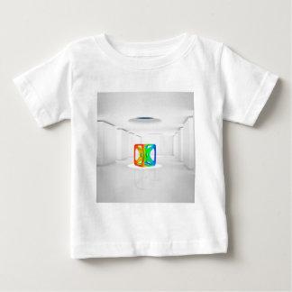 Cubo fresco abstracto del color playera de bebé