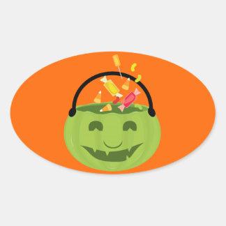 Cubo verde sonriente del caramelo de Halloween Pegatina Ovalada