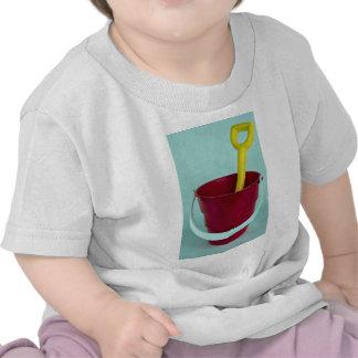 Cubo y espada camiseta