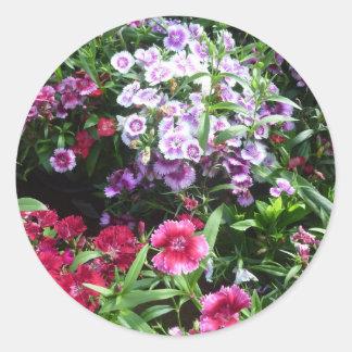 Cúbrame con las flores pegatina redonda