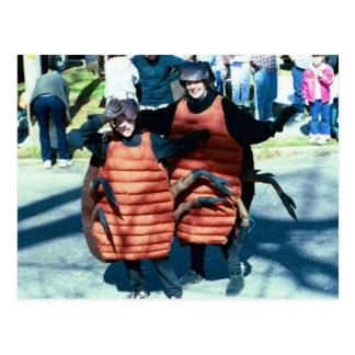Cucarachas que enmascaran del carnaval postal