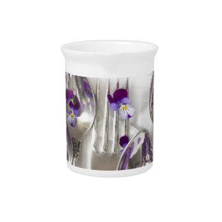 cucharas y bifurcaciones con las violetas jarron