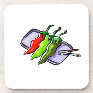 Cuchillo de la bifurcación de tres pimientas en gr posavasos de bebida