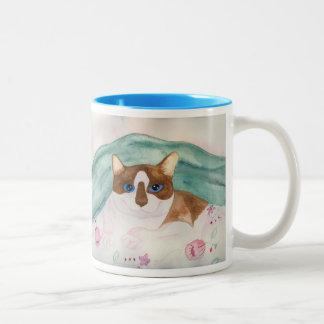 Cuddling Snowshoe siamese mug
