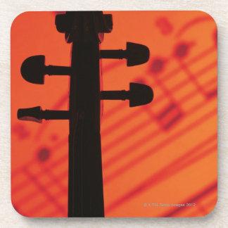 Cuello del violín posavasos de bebida