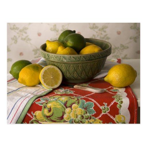 Cuenco 3728 de vida de los limones y todavía de postal