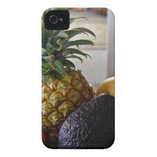Cuenco de fruta con el aguacate primero iPhone 4 fundas