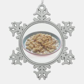 Cuenco de harina de avena adorno de peltre en forma de copo de nieve