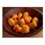 Cuenco de pimientas del habanero, comida postal