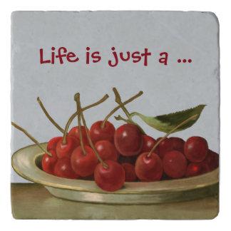 Cuenco del vintage de cerezas con el texto