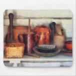 Cuencos, cesta y cucharas de madera alfombrilla de ratones