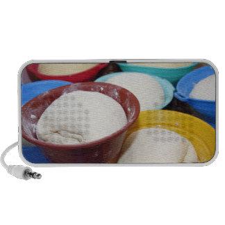Cuencos con pasta de pan iPod altavoces