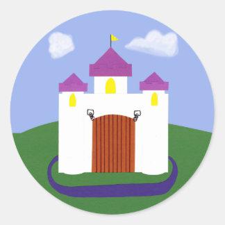 Cuento de hadas del castillo con las torrecillas pegatina redonda
