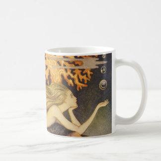 Cuento de hadas del vintage, little mermaid en taza de café