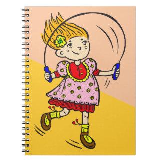 Cuerda de salto del chica libros de apuntes con espiral