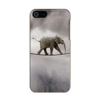 Cuerda tirante de los paseos del elefante del bebé carcasa de iphone 5 incipio feather shine