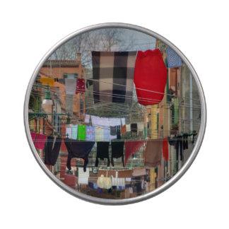 Cuerdas para tender la ropa en Venecia Italia Latas De Caramelos