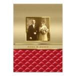 Cuero rojo acolchado oro de encargo del marco de invitaciones personalizada