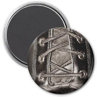 Cuero y cordones negros imán redondo 7 cm