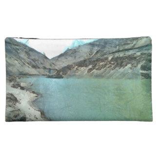 Cuerpo del agua en el Himalaya
