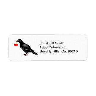 Cuervo con las bayas etiqueta de remitente