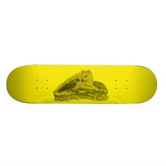 Cuervo con lobo diseño negro amarillo skateboards