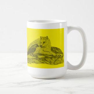 Cuervo con lobo diseño negro amarillo taza