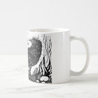 Cuervo del día lluvioso -- impresión de bloque taza básica blanca