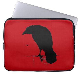 Cuervo del vintage en plantilla roja sangre funda portátil